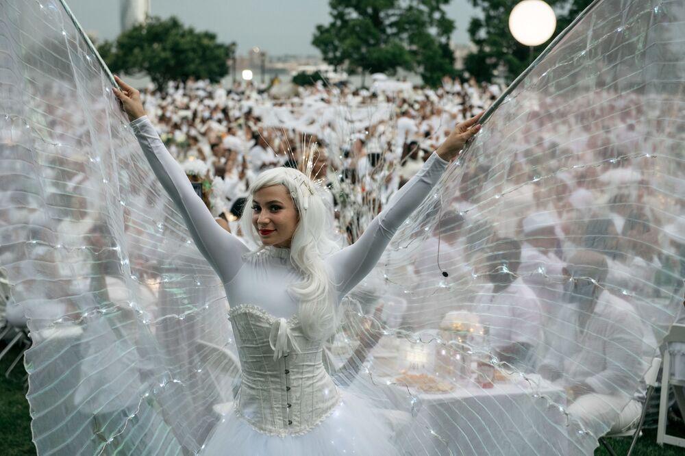 O evento mundialmente famoso Diner en Blanc celebrado em Nova York, nos EUA