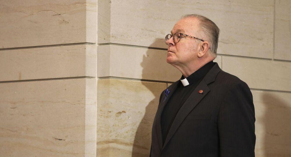 O capelão da Câmara dos Representantes dos EUA e padre jesuíta, Patrick Conroy