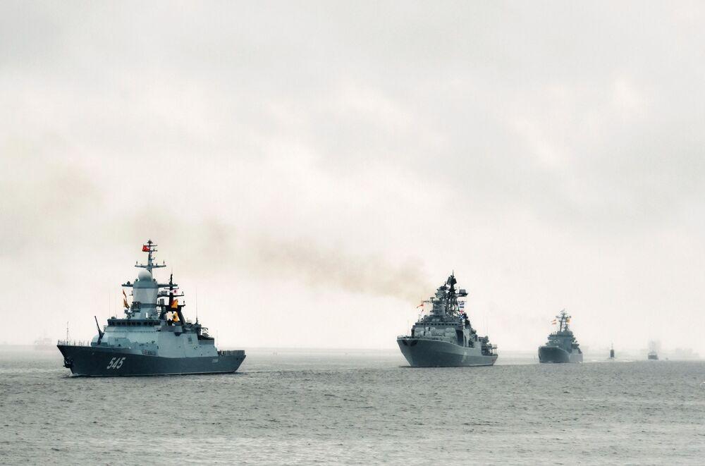Navio-patrulha universal (corveta) Stoyky e navio pesado antissubmarino Severomorsk