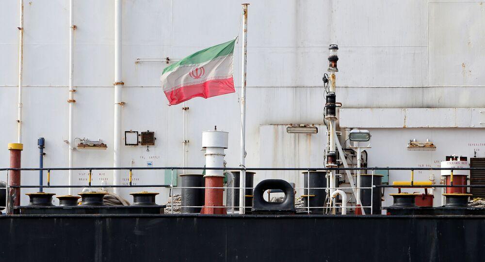 O navio iraniano Bavand, parado na região do porto de Paranaguá, no estado brasileiro do Paraná.