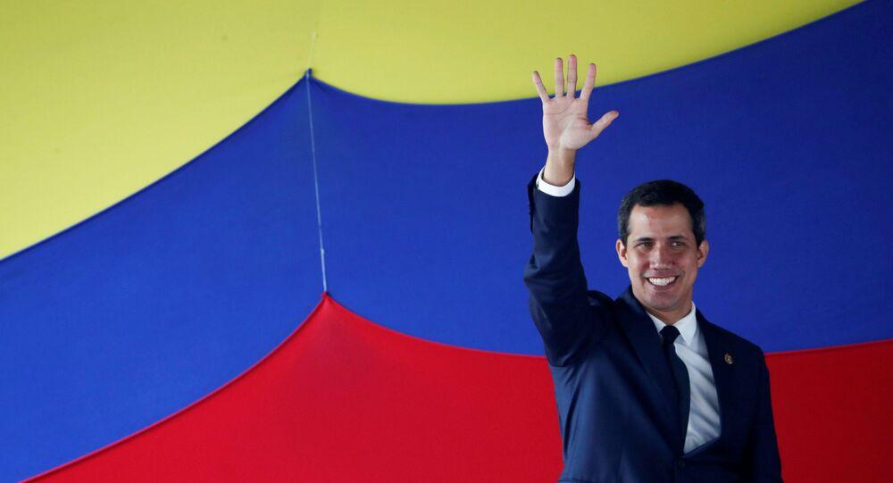 Líder da Assembleia Nacional, Juan Guaidó, em uma sessão ao ar livre em Caracas, Venezuela