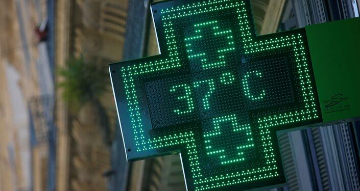 Display de farmácia mostra 37 graus Celsius, Marselha, junho de 2019