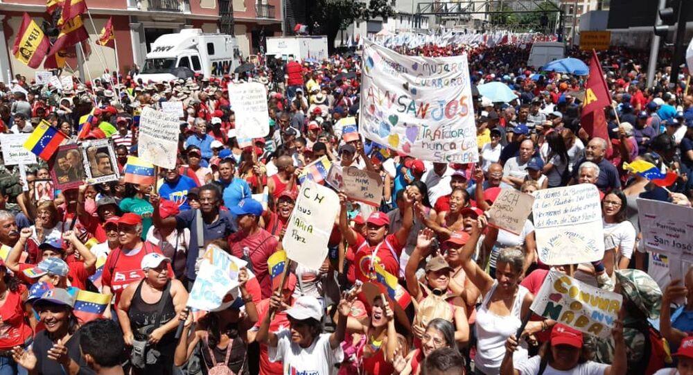Apoiadores do governo Maduro tomam as ruas para manisfetar apoio ao Foro de São Paulo, realizado em Caracas, na Venezuela
