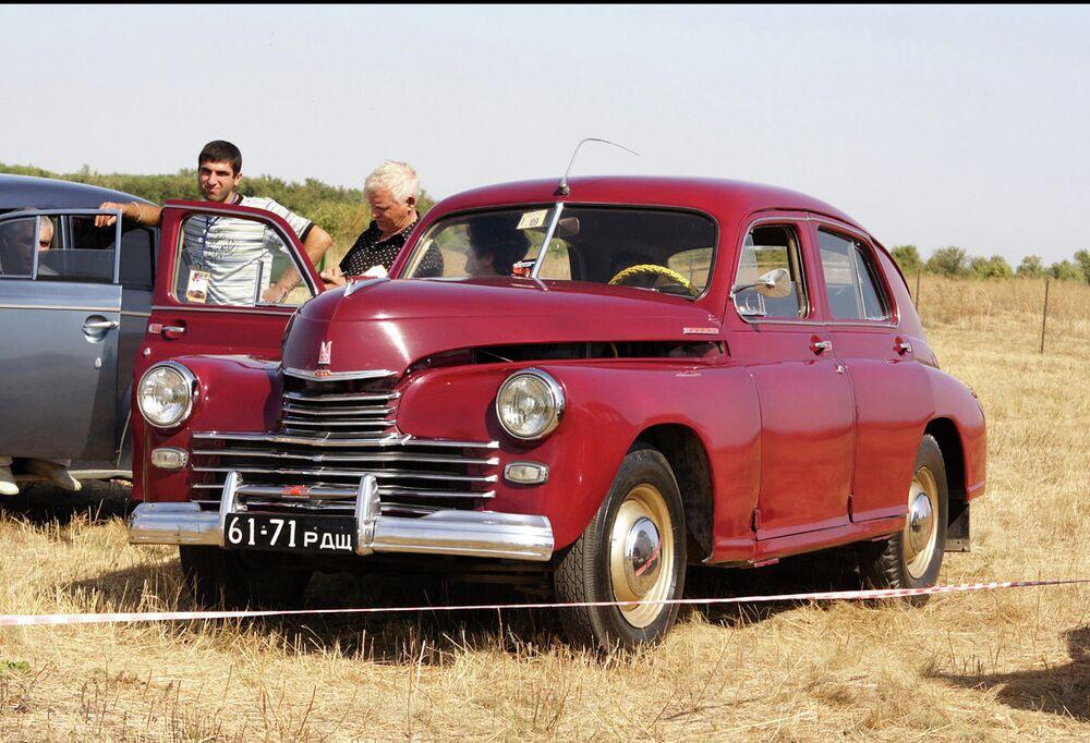 Pobeda havia sinais de volta, um rádio AM, um aquecedor, e dois limpadores de párabrisa elétricos - algo que os automóveis soviéticos anteriores não tinham.