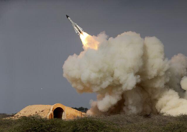 Míssil S-200 iraniano durante exercício militar em Bushehr, no Irã (foto de arquivo)