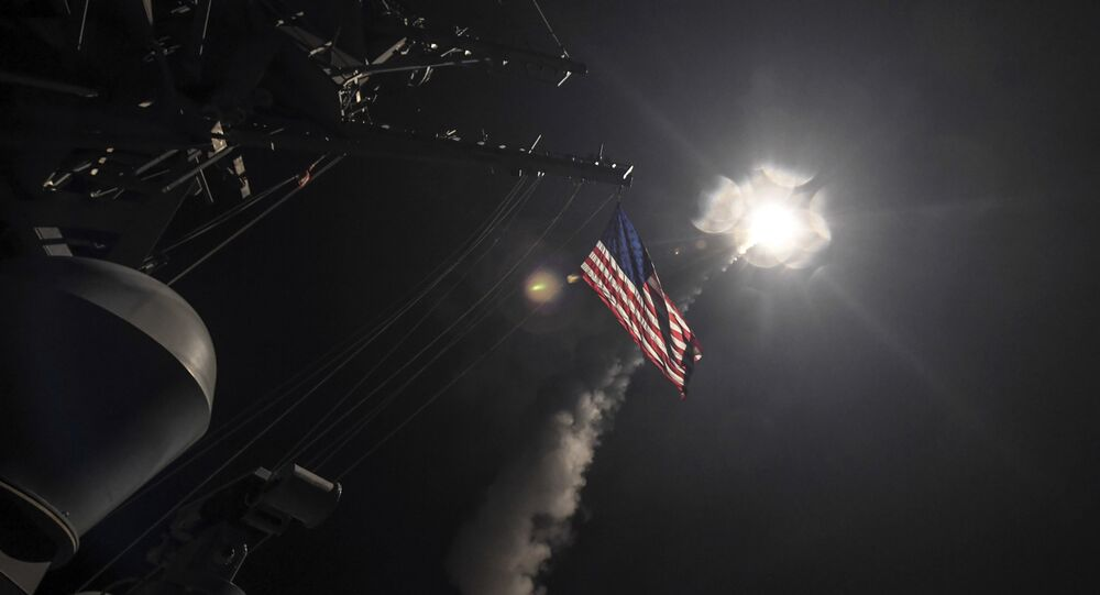 Destróier USS Porter lança míssil tomahawk no mar Mediterrâneo, 7 de abril de 2017 (imagem de arquivo)