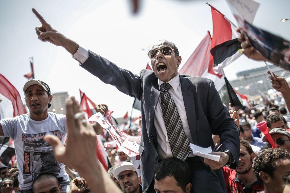 Ações de protesto contra ex-presidente egípcio Mohamed Mursi na praça Tahrir, Cairo