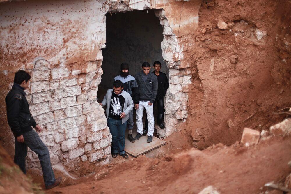 Bunker de base militar destruído por ataques de mísseis