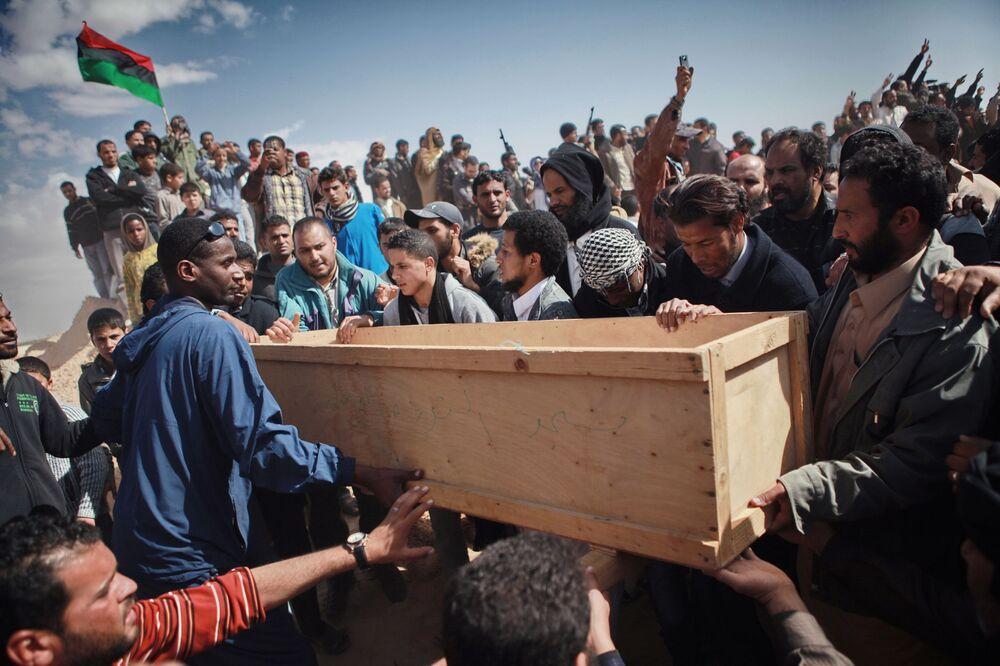 Funerais de vítimas do ataque de mercenários de Kadhafi contra a cidade de Ajdabiya