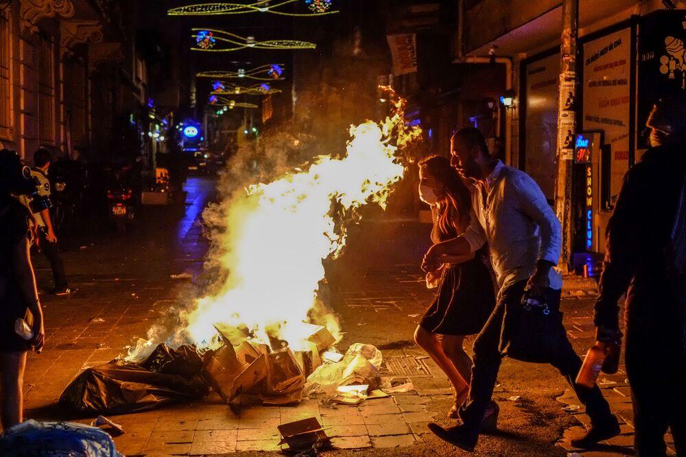 Pedestres na avenida Istiklal, Istambul