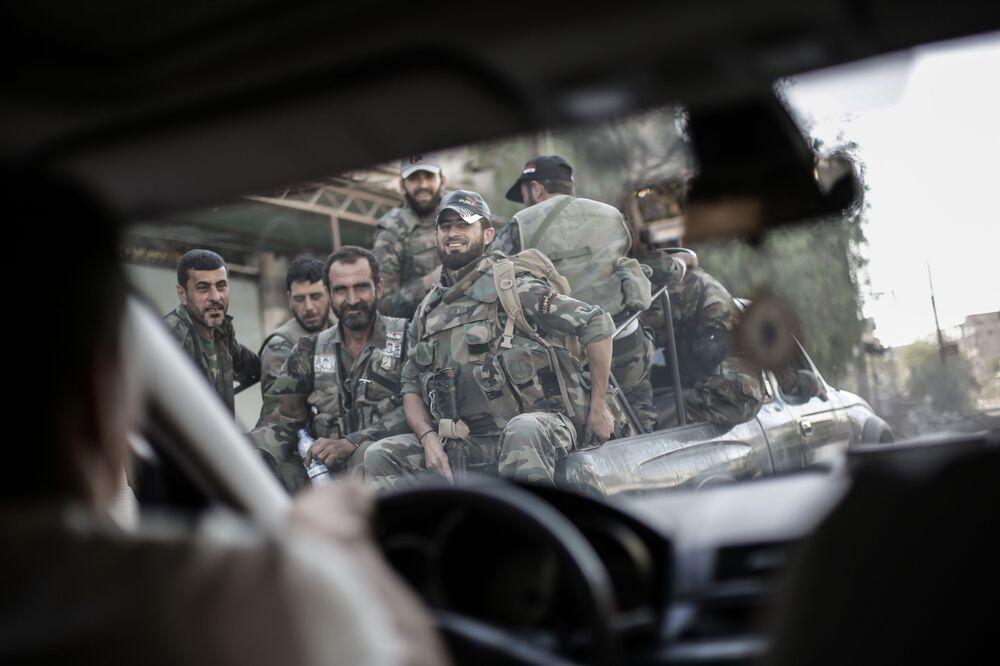 Soldados na cidade síria de Ghouta