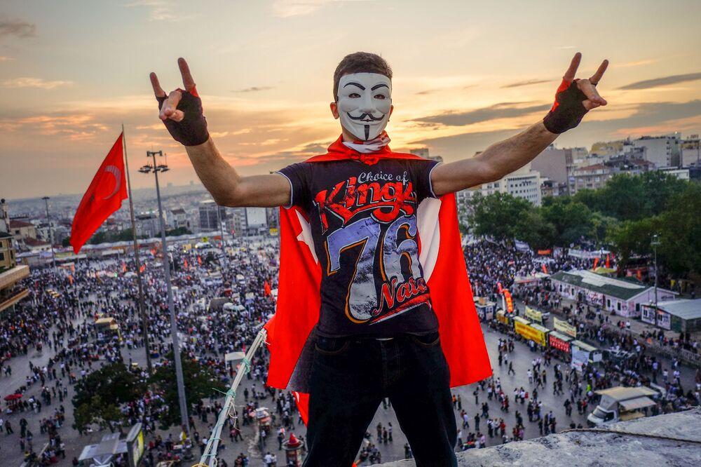 Manifestantes na praça Taksim, Istambul