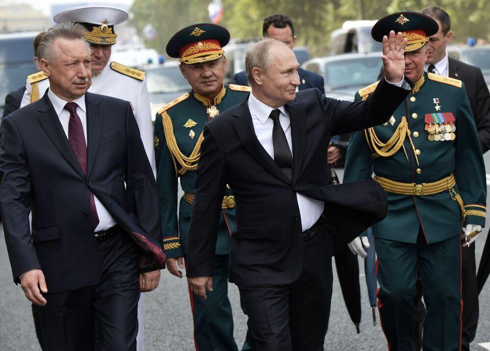 Vladimir Putin durante celebração do Dia da Marinha em São Petersburgo