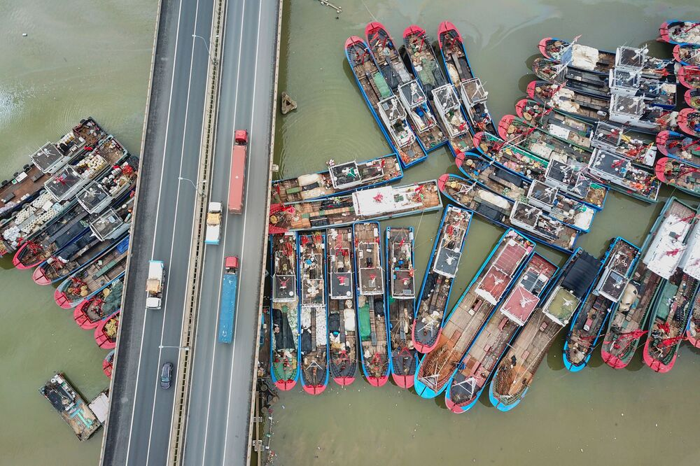 Barcos pesqueiros atracados na China