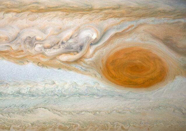 Grande Mancha Vermelha de Júpiter em foco