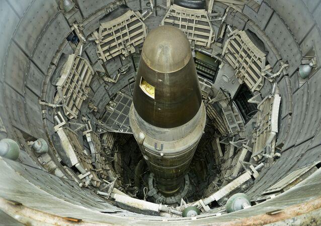 Um míssil nuclear ICBM Titan II desativado é visto em um silo no Missile Museum Titan. 12 de maio, 2015, Green Valley, Arizona