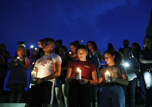 Vigília pelas vítimas do tiroteio em El Paso