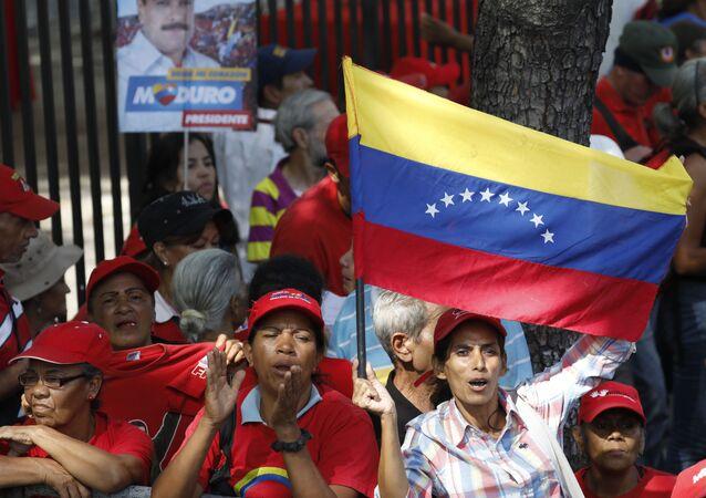 Apoiadores do presidente Nicolás Maduro em Caracas, na Venezuela