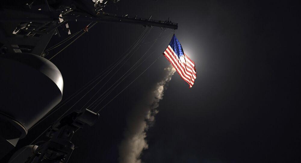 Destróier americano USS Porter lança míssil Tomahawk no mar Mediterrâneo (foto de arquivo)