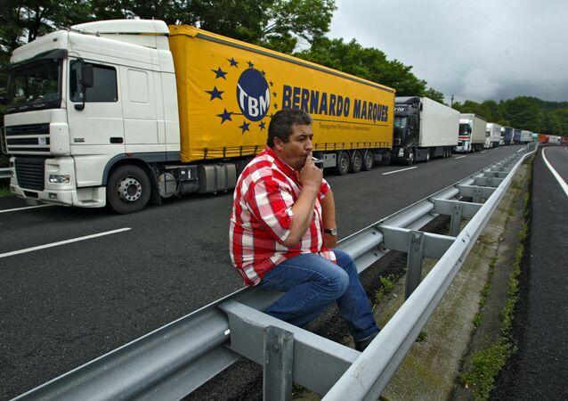Fila de caminhões durante protestos (foto de arquivo)