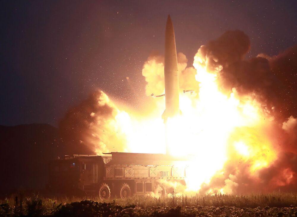 Lançamento de um míssil balístico na Coreia do Norte