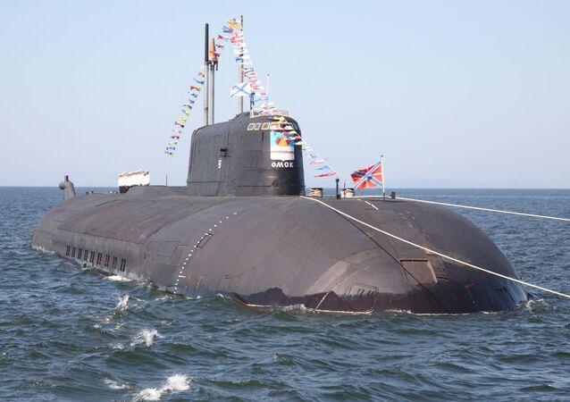 Submarino nuclear Omsk do projeto 949A Antei equipado com mísseis de cruzeiro Granit