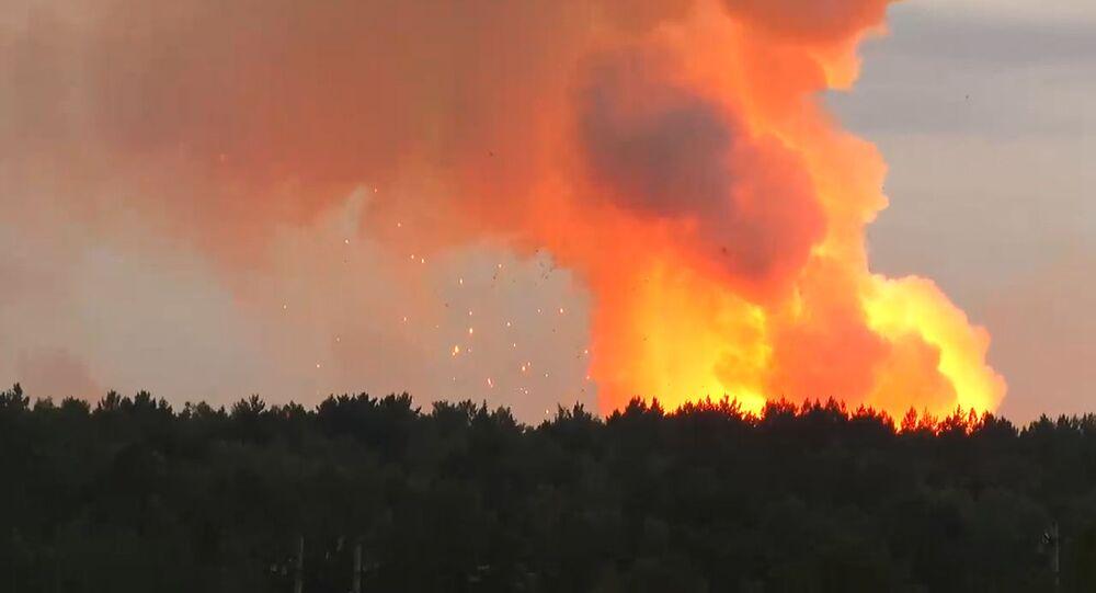 Imagem capturada de incêndio em um depósito de munições no sul da Rússia, em Kamenka, na região de Krasnoyarsk, em 5 de agosto de 2019