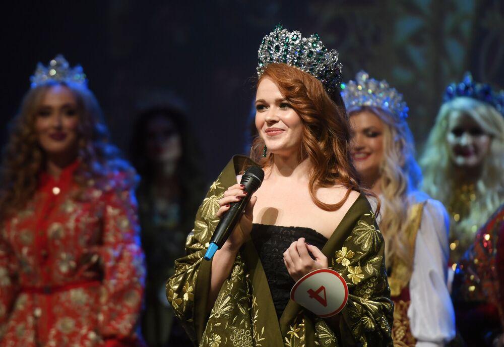 Uma das participantes durante a cerimônia de premiação