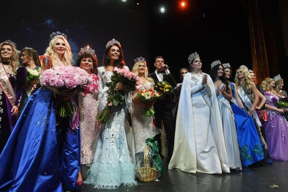 Todas as participantes estão presentes durante a cerimônia de premiação