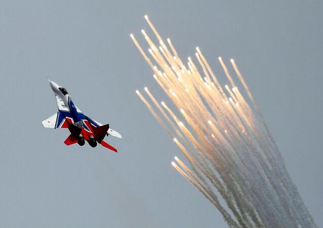 Caça MiG-29 da esquadrilha acrobática Strizhi durante o concurso militar Aviadarts 2019