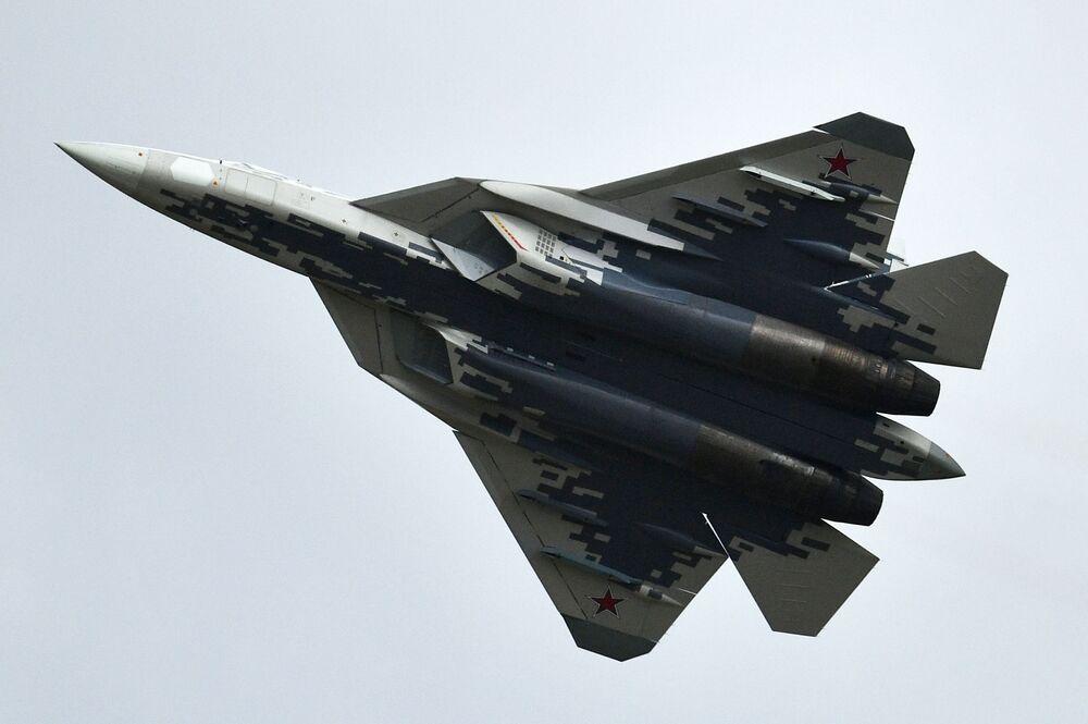 Caça russo multifuncional Su-57 no concurso Aviadarts 2019