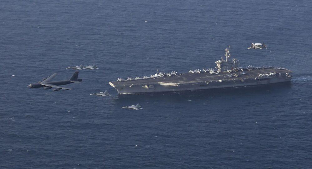 USS Abraham Lincoln realiza exercícios conjuntos na área de responsabilidade do Comando Central dos EUA, no mar Arábico, 1º de junho de 2019
