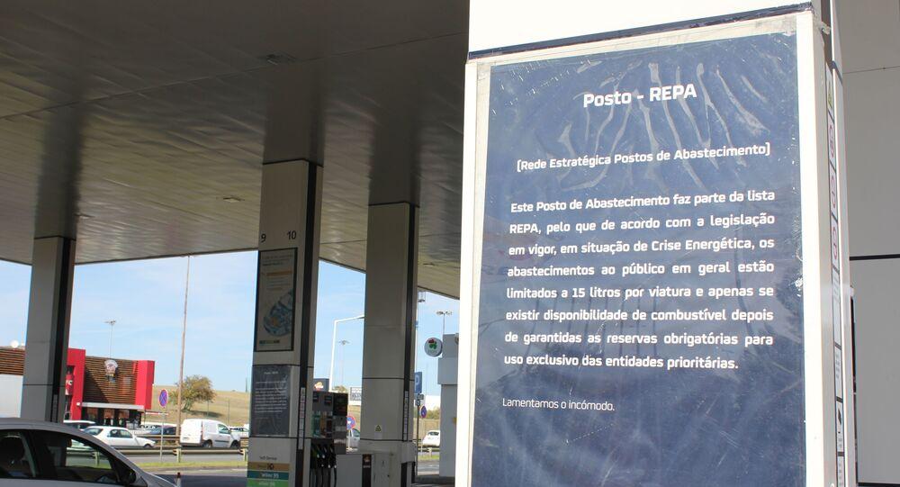Aviso em posto de combustíveis em Lisboa, Portugal