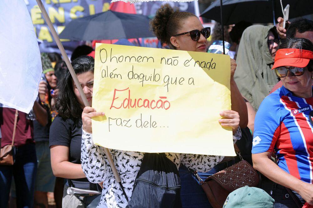 Manifestação em defesa da educação pública em Brasília, capital federal
