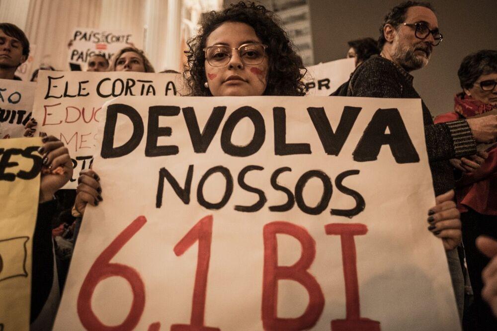Protesto contra o governo de Jair Bolsonaro em Curitiba, Paraná