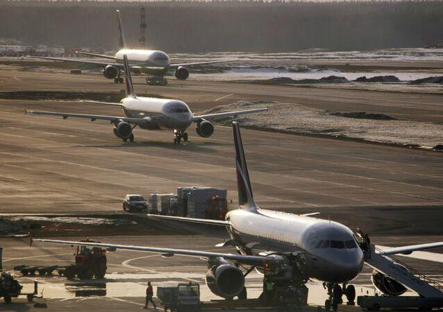 Aeronaves Airbus-319, Airbus-320 e Boeing-767 da Aeroflot no Aeroporto de Sheremetyevo