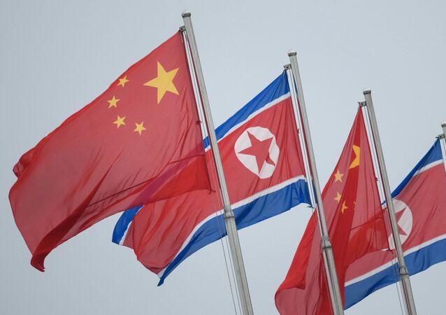 Bandeiras da China e da Coreia do Norte