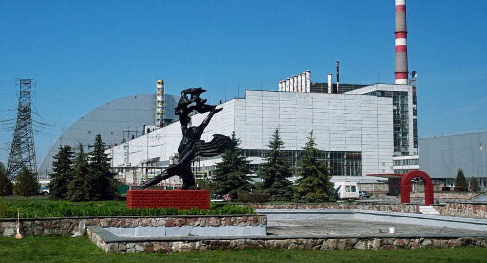 Usina Nuclear de Chernobyl com a cúpula sobre o 4º reator destruído (arquivo)