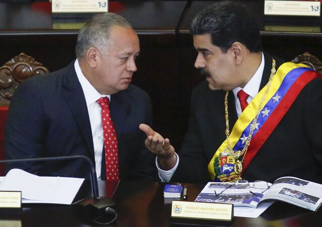 Diosdado Cabello, presidente da Assembleia Nacional Constituinte de Venezuela, e Nicolás Maduro, presidente de Venezuela