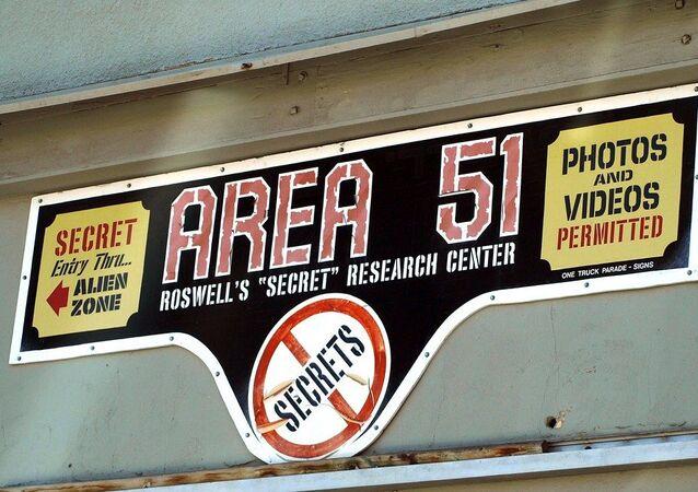 Placa com o nome Área 51