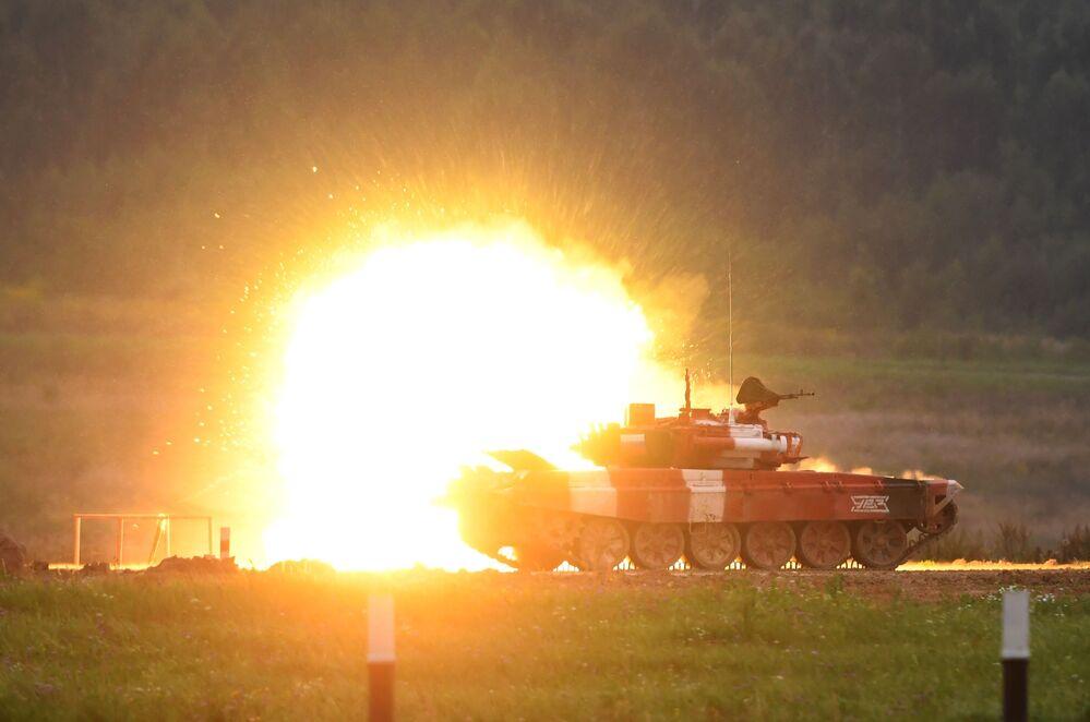 Tanque T-72B3 durante a cerimônia de fechamento dos Jogos Militares Internacionais na Rússia