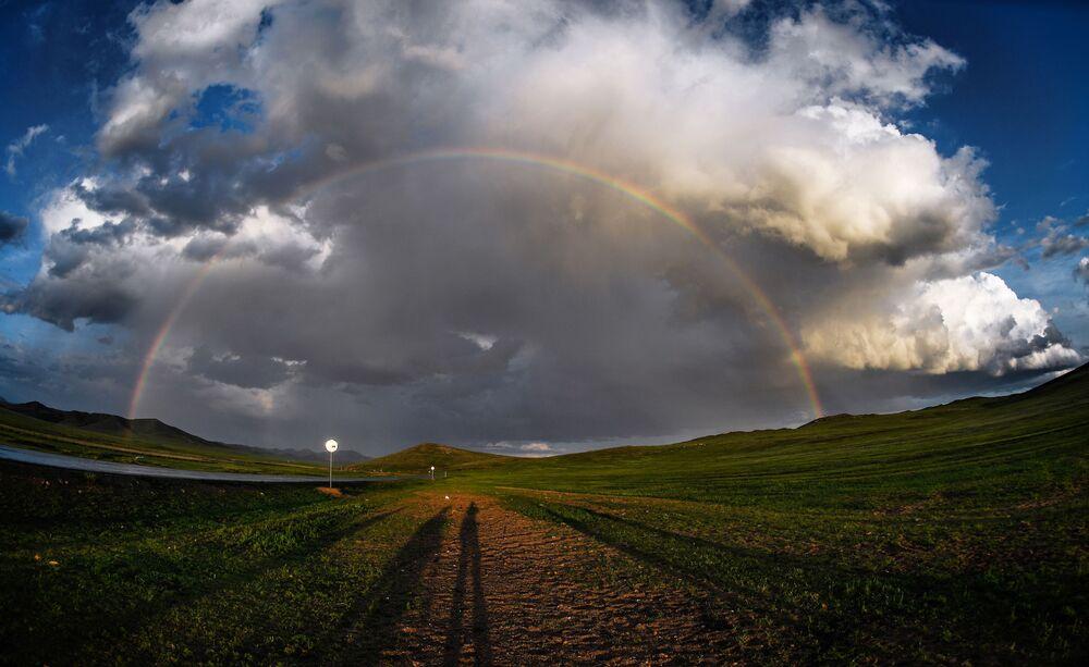 Arco-íris em uma aldeia da Mongólia