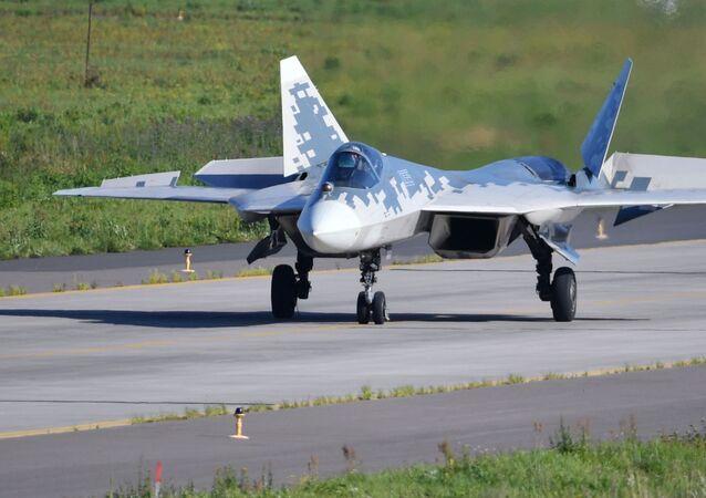 Caça Su-57 no polígono durante preparações para o Salão Aeroespacial Internacional MAKS 2019