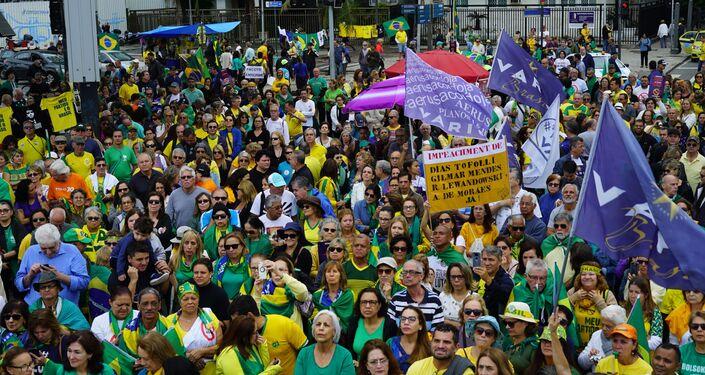 Ato do Vem Pra Rua em Copacabana.