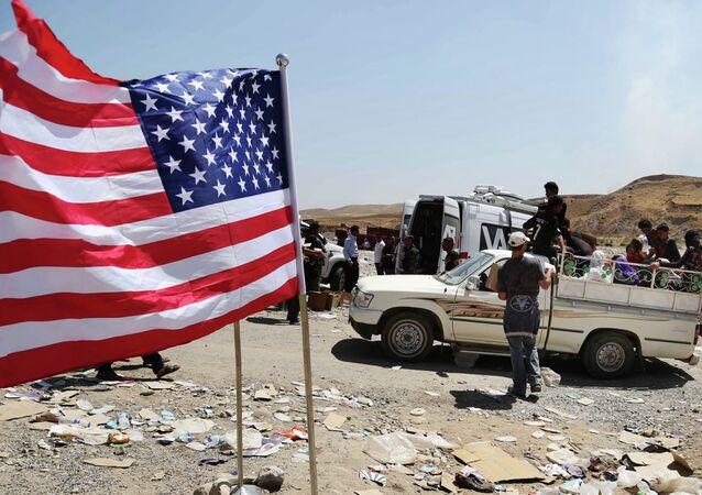 Bandeira dos EUA astiada na fronteira entre Iraque e Síria, em Feeshkhabour (foto de arquivo)