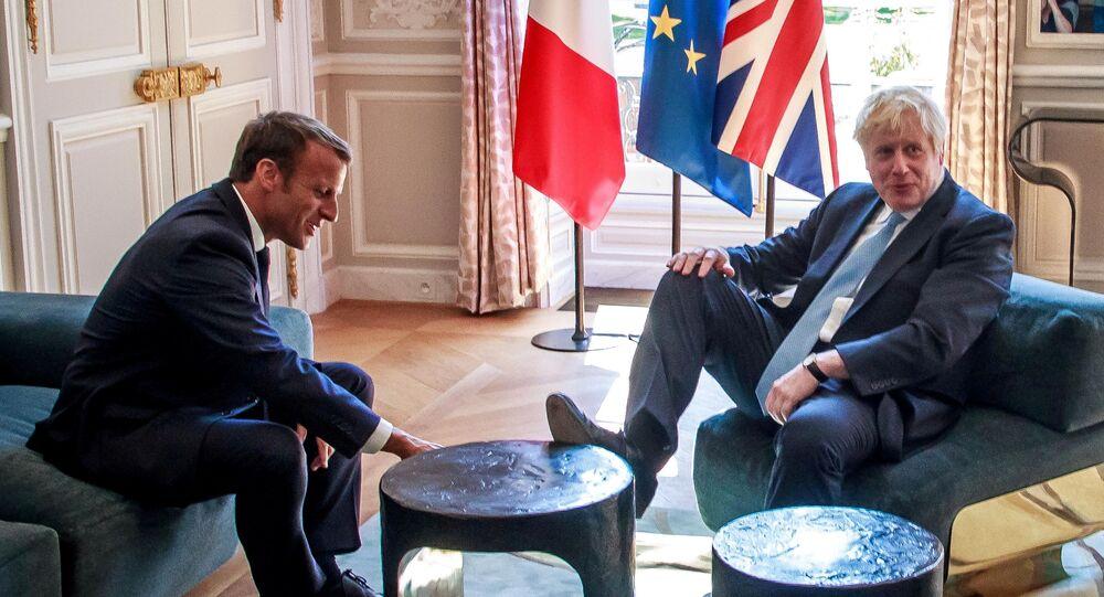 O presidente da França, Emmanuel Macron e o primeiro-ministro do Reino Unido, Boris Johnson, durante um encontro no Palácio do Eliseu, em Paris. Foto de 22 de agosto de 2019.