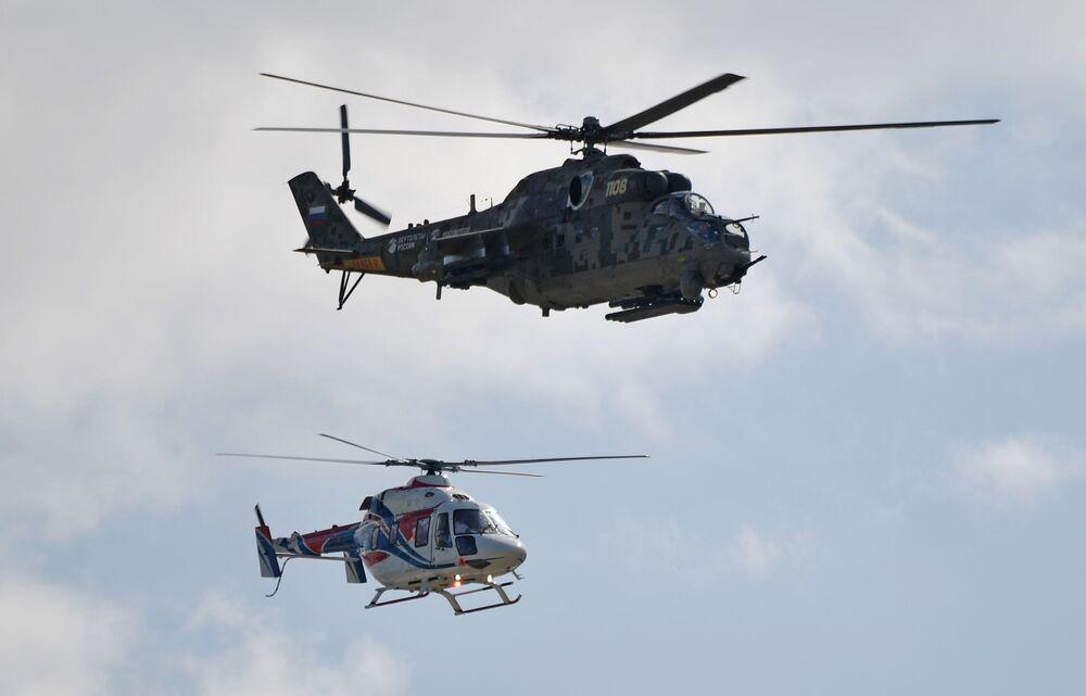 Helicópteros Mi-24 e Ansat-U realizam voo de demonstração no Salão Aeroespacial Internacional MAKS-2019