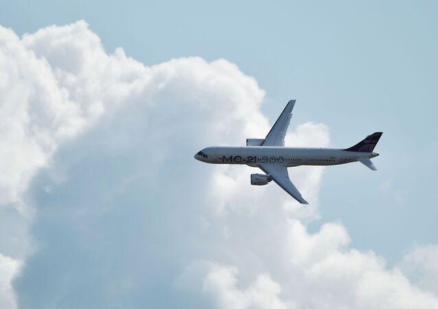 Aeronave de passageiros russa MC-21-300 efetua voo no Salão Aeroespacial Internacional MAKS-2019 em Zhukovsky, região de Moscou