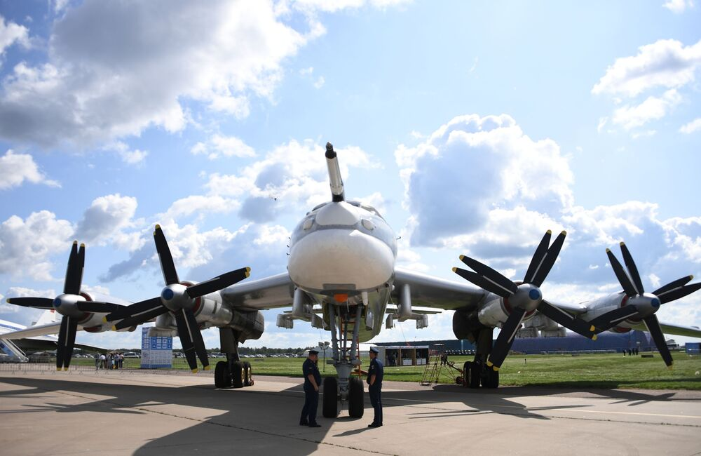 Avião porta-mísseis estratégico soviético Tu-95MS no Salão Aeroespacial Internacional MAKS 2019 em Zhukovsky, Rússia