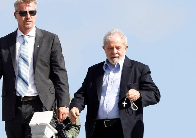 O ex-presidente do Brasil, Luiz Inácio Lula da Silva chega à sede da Polícia Federal em Curitiba,  onde cumpre sua sentença, após ir ao velório de seu neto de 7 anos, em 2 de março de 2019.